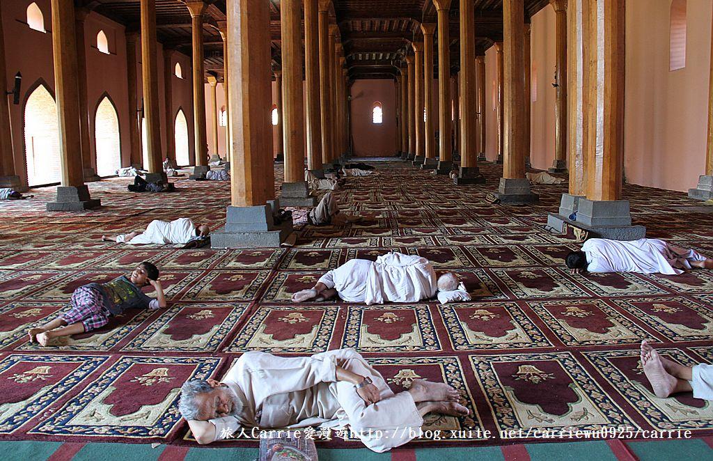 【喀什米爾Kashmir】斯里那加Srinagar‧Jamia Masjid清真寺~舊城區印度哥德風:IMG_8332.jpg