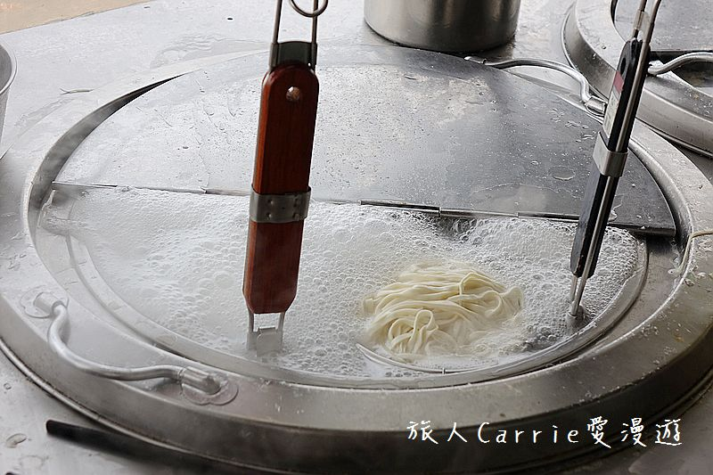 爆牙蘇黑醬麵【桃園龜山美食】~祖傳乾麵飄香60年‧餛飩湯魯肉飯古早味‧桃園銅板價特色小吃‧黑醬麵有宅: