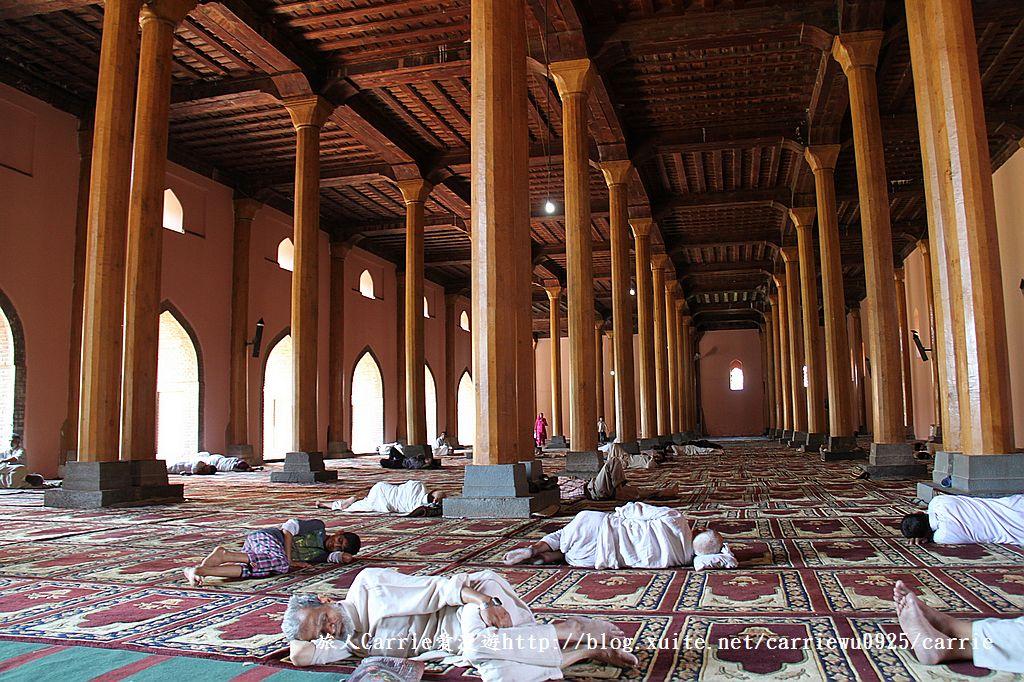 【喀什米爾Kashmir】斯里那加Srinagar‧Jamia Masjid清真寺~舊城區印度哥德風:IMG_8333.jpg