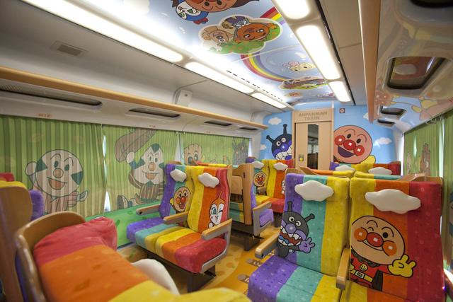 予讃線8000系アンパンマン列車アンパンマンシート車内_1.jpg - JR四國。麵包超人列車