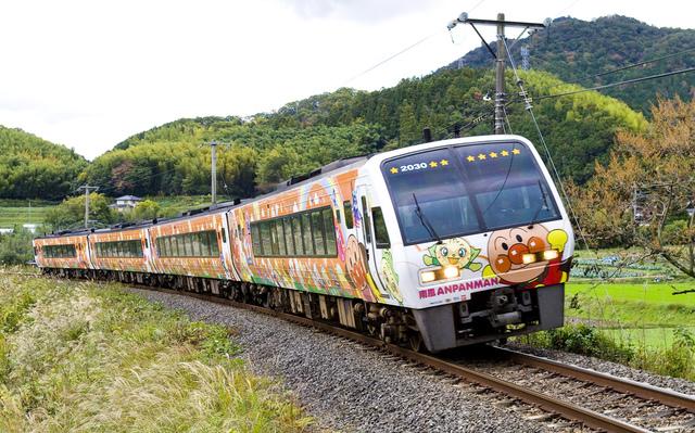 土讃線アンパンマン列車オレンジ_1.jpg - JR四國。麵包超人列車