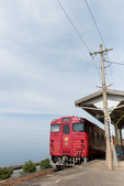 伊予灘旅物語觀光列車(伊予灘ものがたり):伊予灘ものがたりと下灘駅_2.jpg