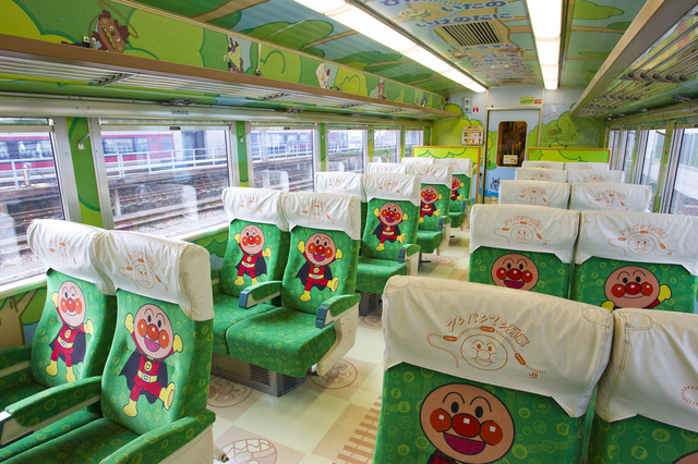 ゆうゆうアンパンマンカー座席車内_1.jpg - JR四國。麵包超人列車