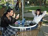 華山雲頂咖啡(2008_0120):閒話家常中的兩人