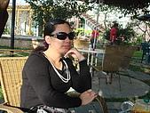 華山雲頂咖啡(2008_0120):老婆借貴死人的墨鏡試戴看看