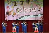 105年12月23日師生才藝表演活動:002低年級弦樂團~小提琴表演 (2).JPG