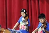 105年12月23日師生才藝表演活動:003高年級弦樂團~小提琴表演 (3).JPG