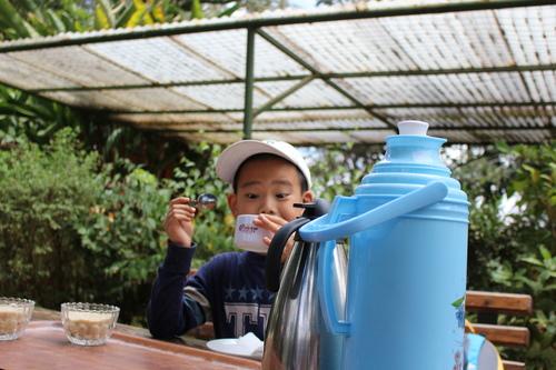 喝到什麼這麼好喝嗎? - 2018 0217 肯亞動物大驚奇 Day 7 - Coffee Plantatiion