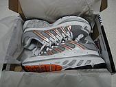 980318~值得紀念的一天:980319-04-K Swiss慢跑鞋004.JPG