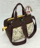 手作品:史努比(咖啡、黃)拉支架口金 手提、斜背、後背3用包-1.jpg