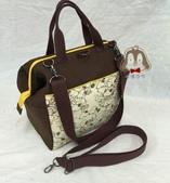 手作品:史努比(咖啡、黃)拉支架口金 手提、斜背、後背3用包-2.jpg