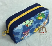 手作品:寶可夢拉鍊筆袋(藍)-2.jpg