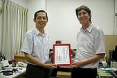 王國書醫師捐贈客貨車:王國書醫師為協會顧問