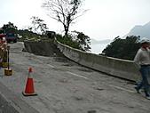 2010年12月 南澳鄉碧候村 & 花蓮三棧感恩餐會:經過蘇花東澳段 正在修補損毀路段