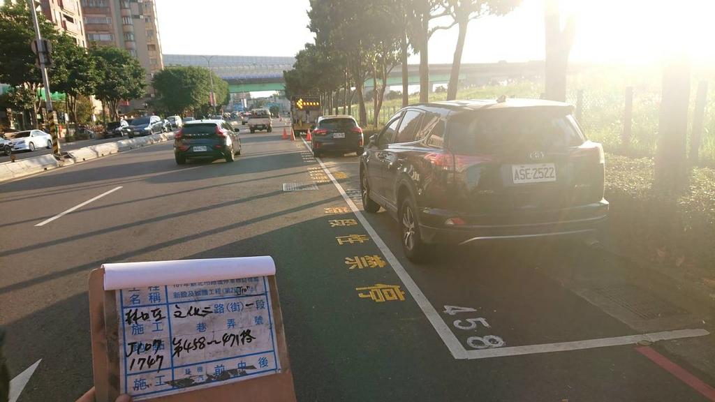 108年11月:【16671】 文化二路一段20巷至八德路口13格汽車停車格 (編號 458-471號 ) 尖峰時段調整為時段性禁停汽車停車位完工照1.jpg