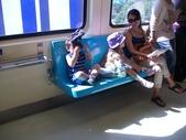 一些場景:捷運車廂的混血小孩