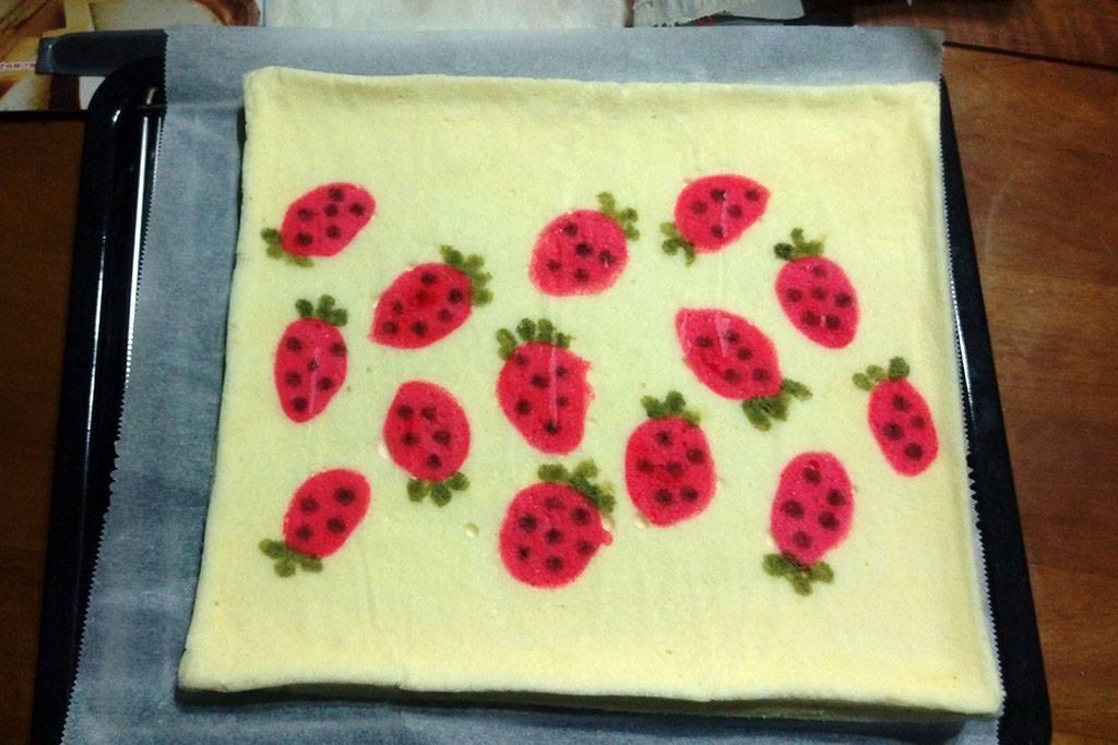 彩繪草莓蛋糕卷:1460966303-1337480130_l.jpg