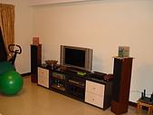 新家裝潢後暨家具入住照片:客廳:電視櫃與音響喇叭位置.jpg