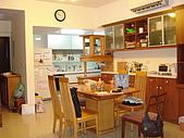 新家裝潢後暨家具入住照片:從客廳一角往餐廳與廚房拍攝.jpg