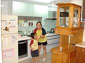 新家裝潢後暨家具入住照片:大女兒也要參一腳.jpg