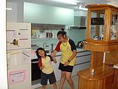 新家裝潢後暨家具入住照片:兩女兒開始打鬧1.jpg