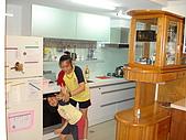 新家裝潢後暨家具入住照片:兩女兒開始打鬧2.jpg