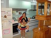 新家裝潢後暨家具入住照片:兩女兒開始打鬧3.jpg