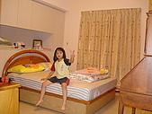 新家裝潢後暨家具入住照片:主臥的床.jpg