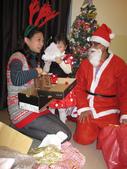 聖誕老公公來送禮囉!!乾女兒的最愛:1354175211.jpg