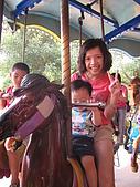 080809月眉探索樂園:旋轉木馬~LILI害怕的臭著臉..