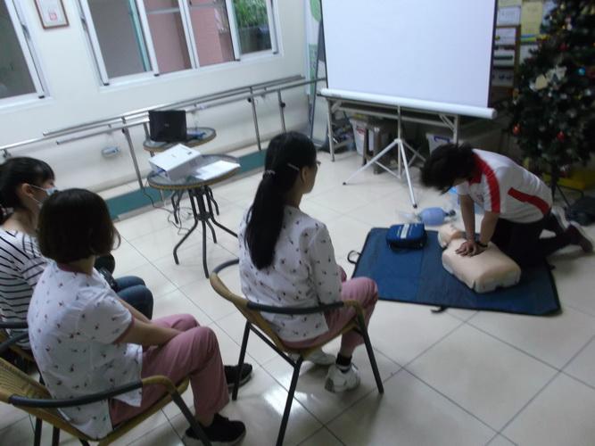 【康詠護理之家】心肺復甦術及AED的使用:DSCF1227.JPG