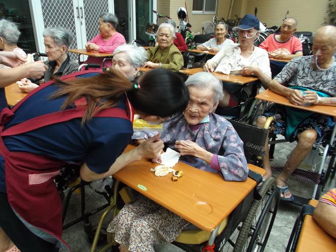 【康詠護理之家】每月聘請專業的運動指導老師帶領住民體適能律動成果照:DSCF1651.JPG