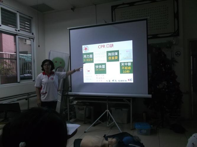 【康詠護理之家】心肺復甦術及AED的使用:DSCF1218.JPG
