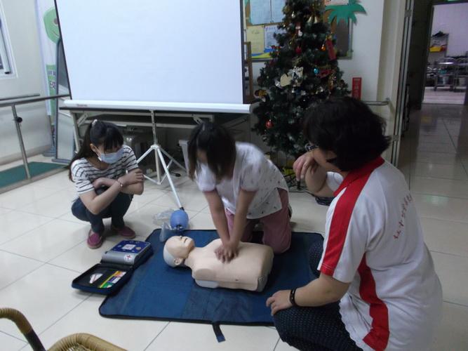【康詠護理之家】心肺復甦術及AED的使用:DSCF1230.JPG