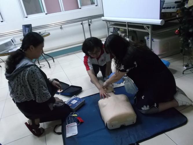 【康詠護理之家】心肺復甦術及AED的使用:DSCF1237.JPG
