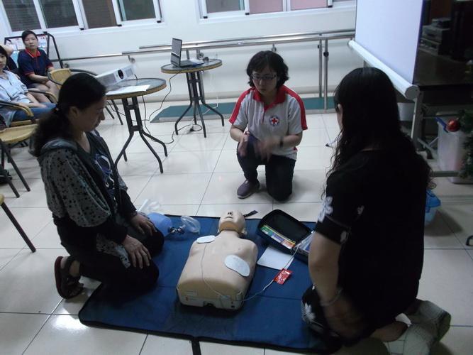 【康詠護理之家】心肺復甦術及AED的使用:DSCF1245.JPG