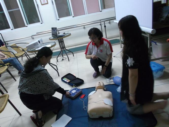 【康詠護理之家】心肺復甦術及AED的使用:DSCF1239.JPG