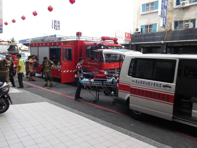 【康詠護理之家】配合消防局消防演練:DSCF1424.JPG