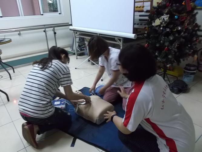 【康詠護理之家】心肺復甦術及AED的使用:DSCF1232.JPG