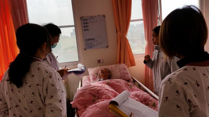 【康詠護理之家】歡迎高雄榮民總醫院台南分院內科主任蒞臨巡診:20150115_102422.jpg