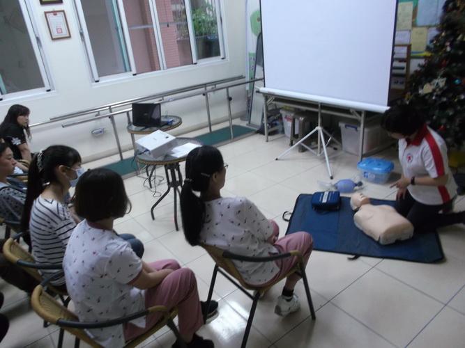 【康詠護理之家】心肺復甦術及AED的使用:DSCF1226.JPG
