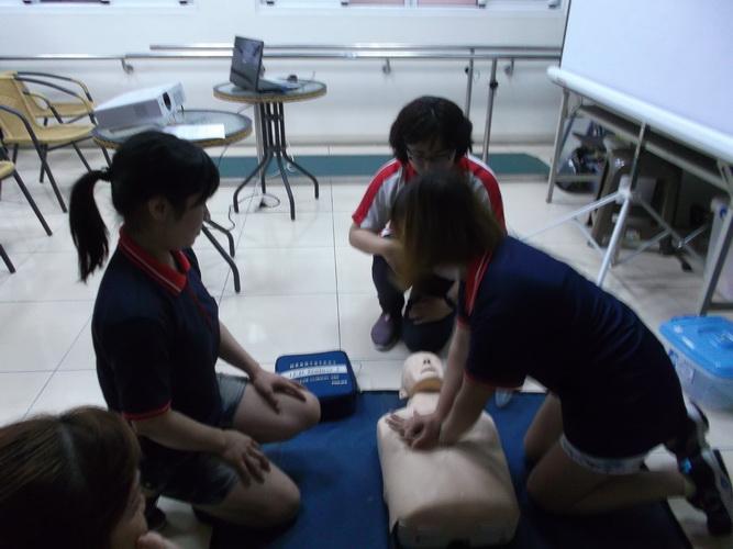 【康詠護理之家】心肺復甦術及AED的使用:DSCF1256.JPG