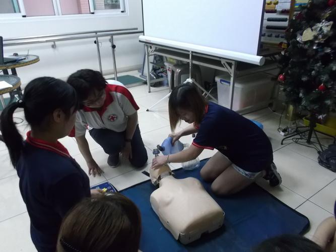 【康詠護理之家】心肺復甦術及AED的使用:DSCF1258.JPG