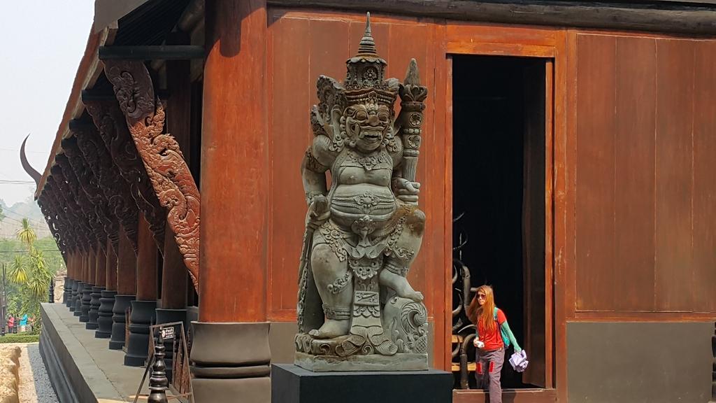泰國 清萊的黑屋與白廟:20160428_094103.jpg