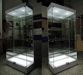 燈箱展示櫃,電話 (02)2995-3068 歡迎設計訂做( 各式櫥櫃 ),( 美甲桌 ):全一木工在此為您服務,電話 (02)2995-3068 歡迎設計訂做( 各式櫥櫃 ),( 美甲桌 ),( 化妝台 ),( 收納櫃 ),( 玻璃