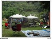 花錢買小孩的笑容之裡冷溪露營:大家都分工合作的搭起了營帳