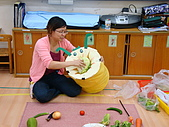 10.06.1大怪物吃蔬菜:10.06.1大怪物吃蔬菜 (2).JPG