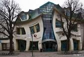 42大奇特建築:8. Crooked house - Sopot , Poland    彎曲的房子 -  波蘭, 索波特.jpg