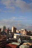 屋頂上泛紅彩霞:DSC06226.JPG