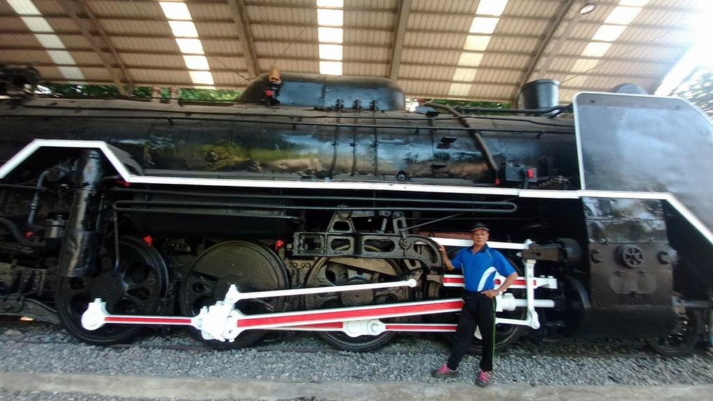 體育場的機關車:火車128-20201005.jpg